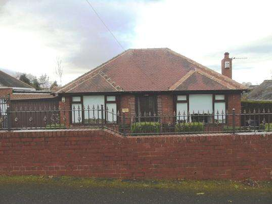 2 Bedrooms Bungalow for sale in 34 Farmhouse Lane, Pogmoor, Barnsley, S75 2LG