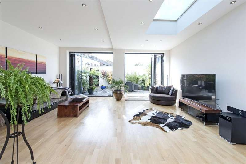 4 Bedrooms Terraced House for sale in Garratt Lane, London, SW18