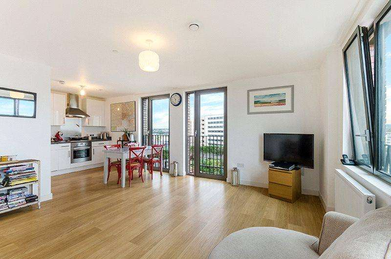 2 Bedrooms Flat for sale in Saxon Court, 5 York Way, London, N1C