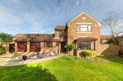 4 Bedrooms House for sale in Deep Spinney, Biddenham, Bedford, Bedfordshire