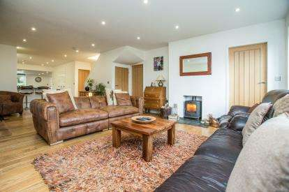 5 Bedrooms Detached House for sale in Coverdale Drive, Knaresborough, North Yorkshire, .