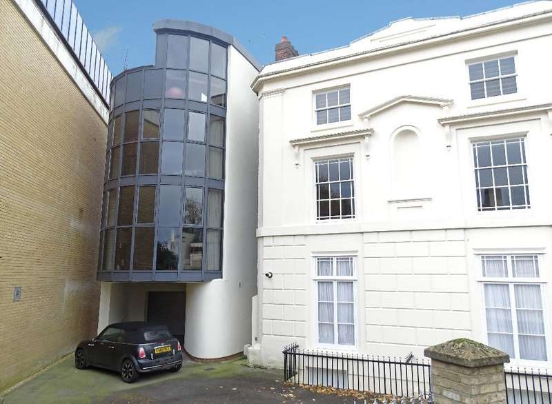 3 Bedrooms Detached House for sale in Southampton
