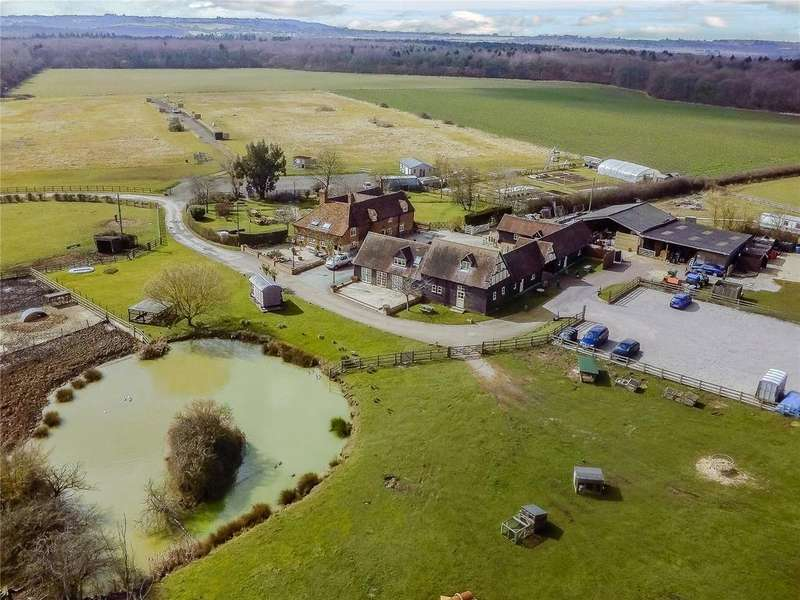 5 Bedrooms Detached House for sale in Waterperry Common, Aylesbury