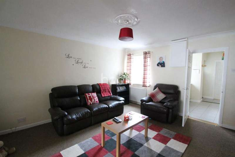3 Bedrooms Terraced House for sale in The Crescent, Dunscroft