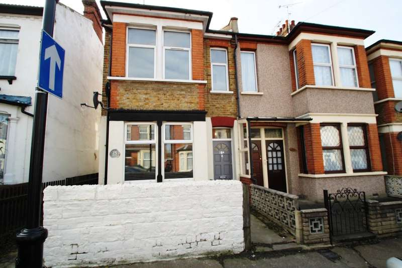 2 Bedrooms Flat for sale in Shakespeare Drive, Westcliff-on-sea