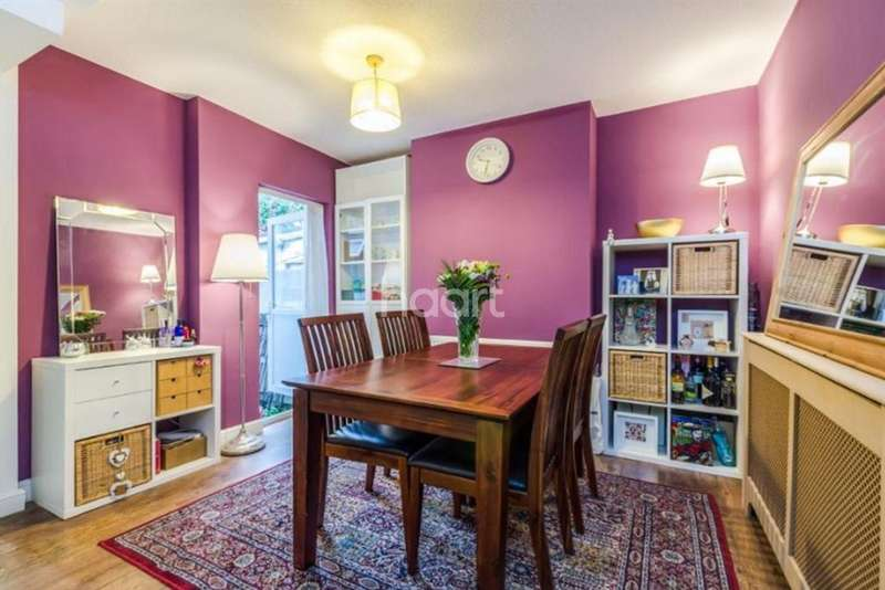 3 Bedrooms Terraced House for sale in Dennett Road, Croydon, CR0