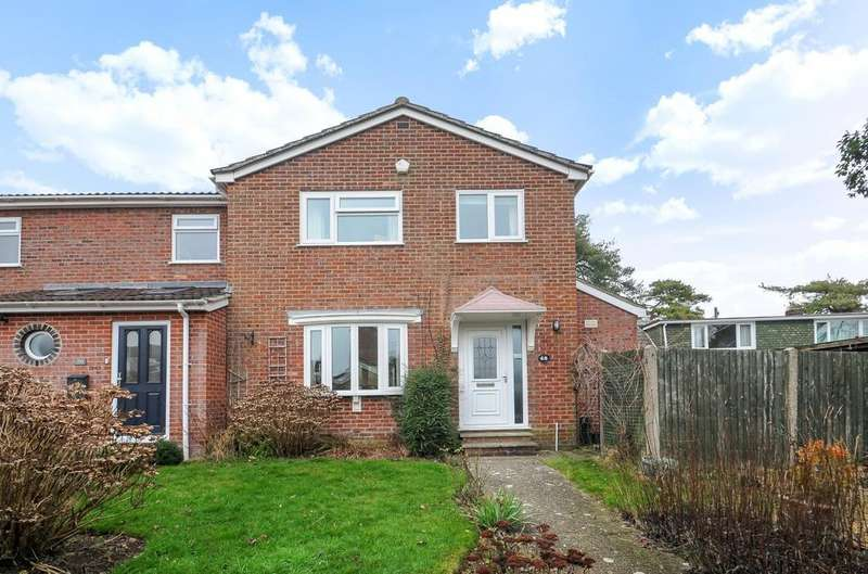 3 Bedrooms Semi Detached House for sale in Redwing Road, Clanfield, PO8