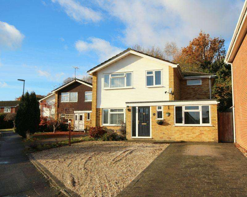 4 Bedrooms Detached House for sale in Ashdown Close, Haywards Heath