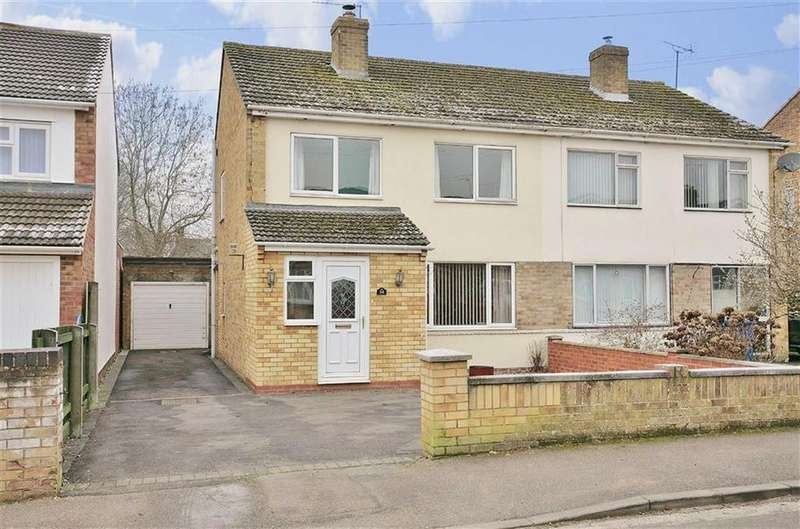 3 Bedrooms Semi Detached House for sale in Rochester Way, Twyford