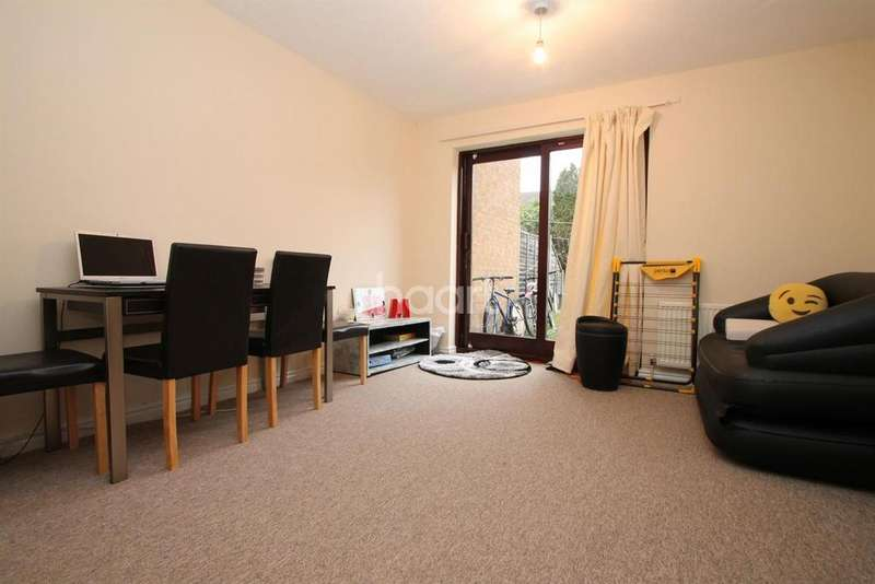 2 Bedrooms Terraced House for sale in Lucerne Close, Cambridge.