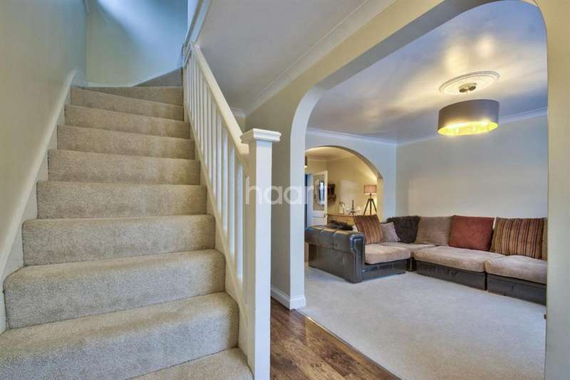 4 Bedrooms Semi Detached House for sale in Highmead Crescent, Wembley