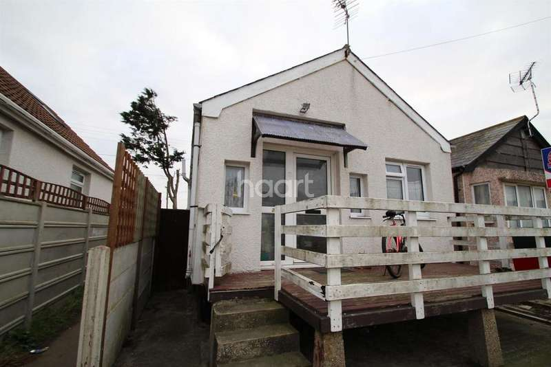 2 Bedrooms Bungalow for sale in Essex Avenue, Clacton-on-Sea