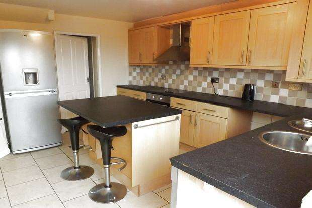 3 Bedrooms Terraced House for sale in Erewash Gardens, Top Valley, Nottingham, NG5