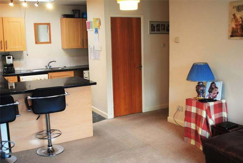 2 Bedrooms Apartment Flat for sale in Saxon Court, Moorland Street, AXBRIDGE, BS26