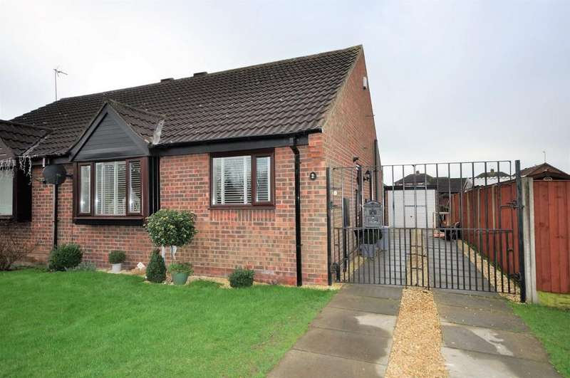 2 Bedrooms Semi Detached Bungalow for sale in Dawnay Garth, Snaith