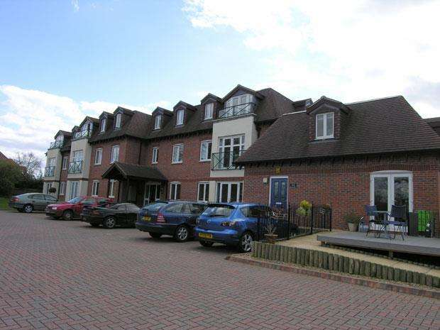 3 Bedrooms Apartment Flat for sale in River Court