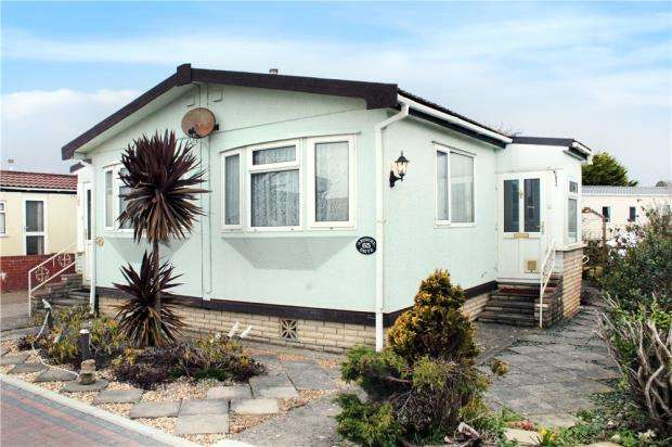 3 Bedrooms Mobile Home for sale in Arundel Drive, Thornlea Park, Wick, Littlehampton, BN17