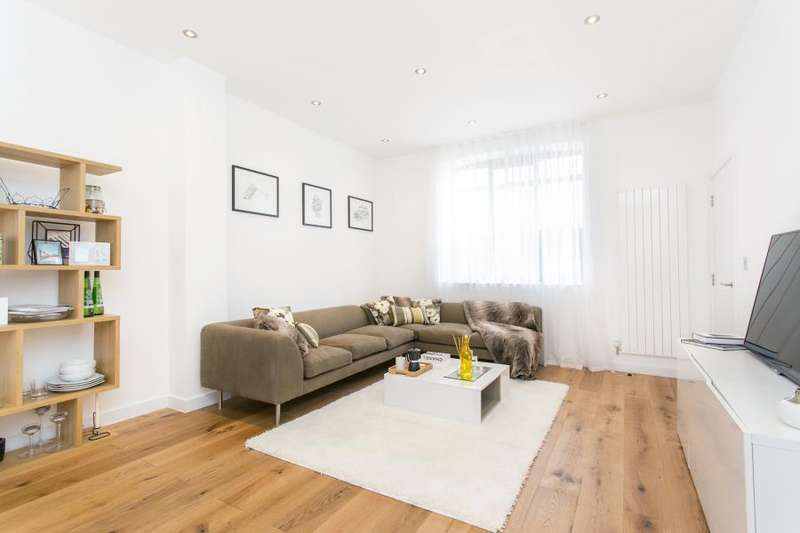 3 Bedrooms House for sale in 14 Hatcham Mews, London, SE14