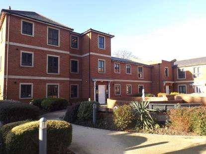 2 Bedrooms Flat for sale in Castle Road, Colchester, Essex