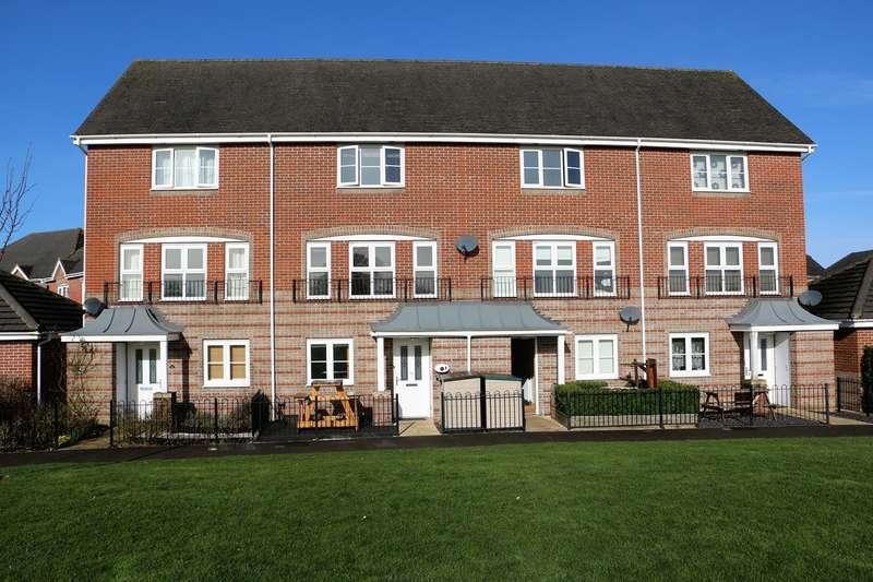 4 Bedrooms Town House for sale in Burghfield Walk, Highfields, Basingstoke, RG22