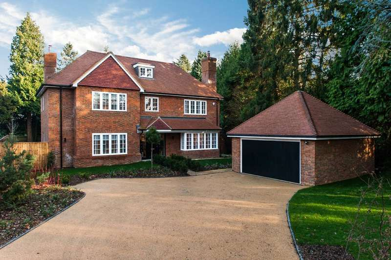 5 Bedrooms Detached House for sale in Sandlewood Grange, Egmont Park Road, Walton On The Hill, Tadworth, Surrey, KT20