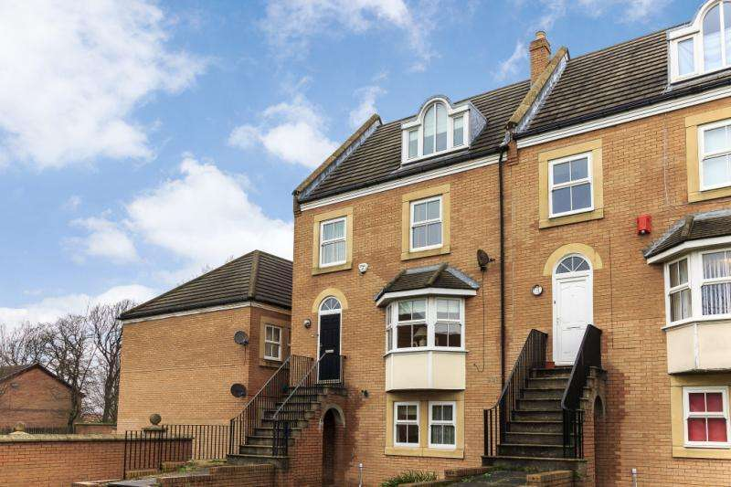 4 Bedrooms Terraced House for sale in Castledene Court, South Gosforth, Newcastle Upon Tyne, Tyne And Wear