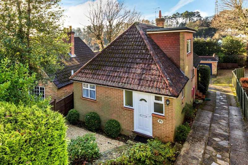 3 Bedrooms Detached House for sale in Woodlands Lane, Haslemere