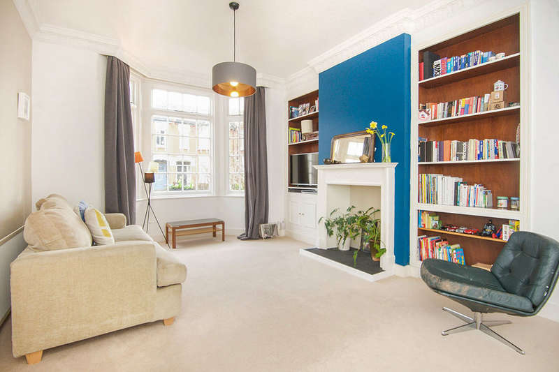 4 Bedrooms Semi Detached House for sale in Herongate Road, London, E12