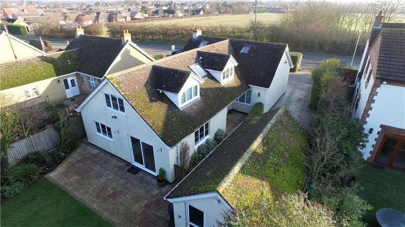 5 Bedrooms Detached House for sale in Bedford Road, Great Barford, Bedford, Bedfordshire