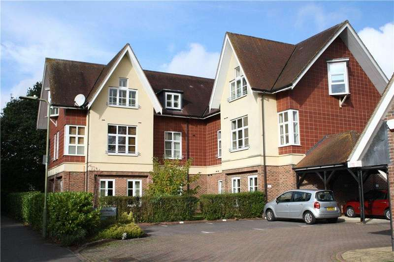 3 Bedrooms Flat for sale in Fitzhamon House, Idsworth Down, Petersfield, Hampshire, GU31