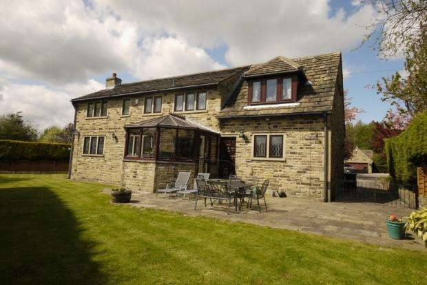 4 Bedrooms Detached House for sale in Lumbrook Close Northowram Halifax