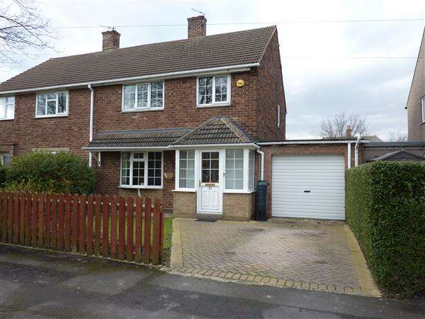 3 Bedrooms Semi Detached House for sale in NEWBURY AVENUE, GREAT COATES, GRIMSBY