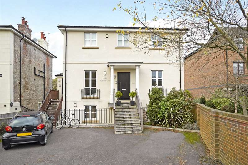 2 Bedrooms Flat for sale in The Paddocks, Portsmouth Road, Esher, Surrey, KT10