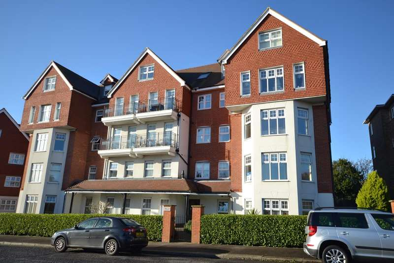 2 Bedrooms Flat for sale in Helensburgh Court, Upper Sea Road, Bexhill On Sea, TN40
