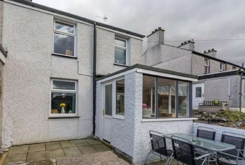 3 Bedrooms End Of Terrace House for sale in Gerlan Road, Bethesda, North Wales