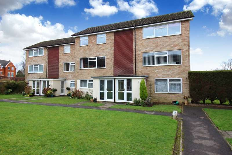 2 Bedrooms Flat for sale in Windsor Court, York Close