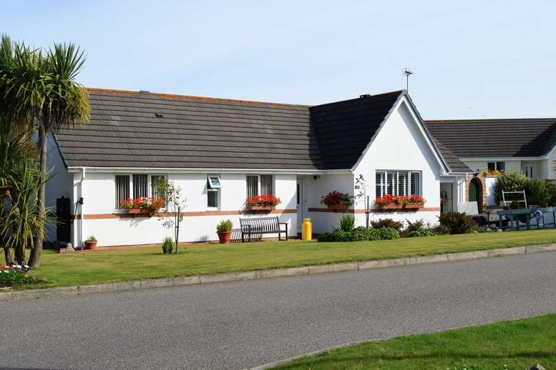 3 Bedrooms Detached Bungalow for sale in Trearddur Road, Trearddur Bay, North Wales