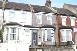 3 Bedrooms Terraced House for sale in Old Road West, Gravesend, Kent