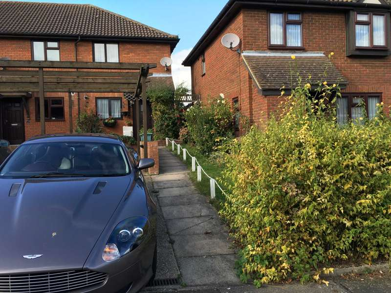 2 Bedrooms Semi Detached House for sale in Turner Road, Dartford