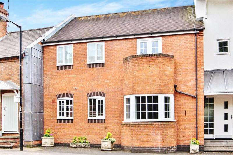 2 Bedrooms Apartment Flat for sale in Henley Park Court, High Street, Henley-in-Arden, B95