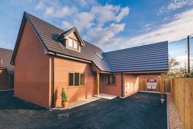 3 Bedrooms Detached Bungalow for sale in Berriew, Welshpool, Powys