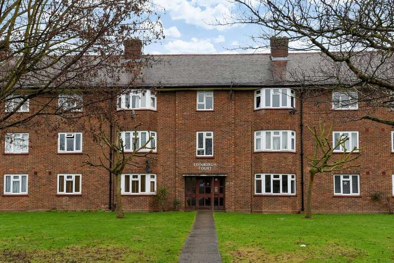 2 Bedrooms Flat for sale in Grand Drive, Raynes Park, SW20