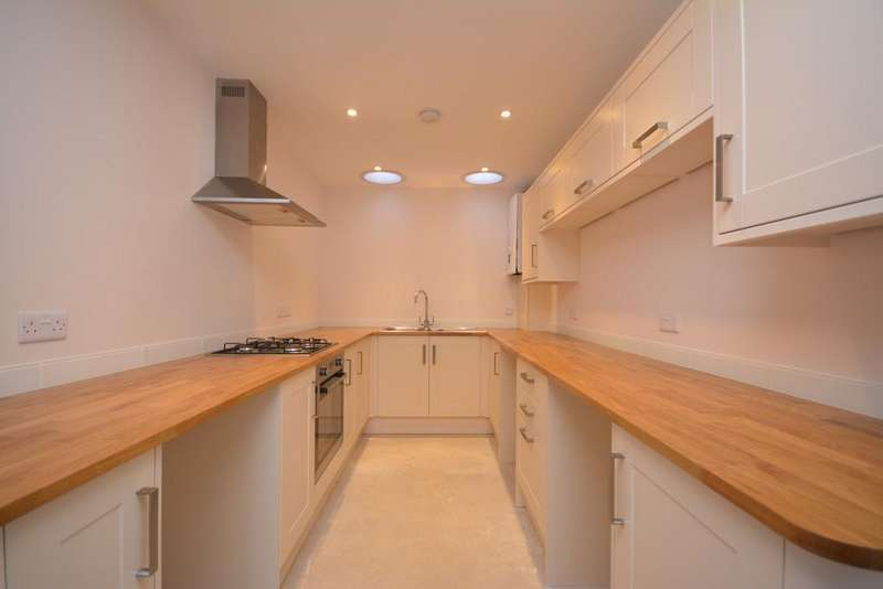3 Bedrooms Semi Detached House for sale in Sun Hill, Cowes
