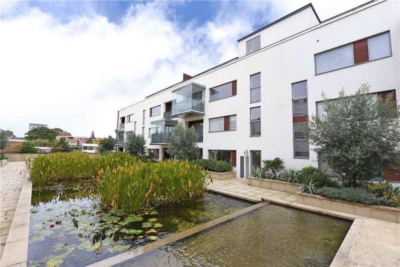 2 Bedrooms Flat for sale in Rayners Road, London, SW15