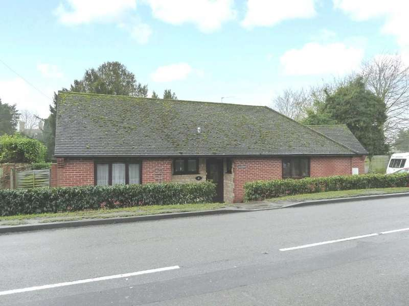 3 Bedrooms Detached Bungalow for sale in Charlecote Road, Wellesbourne