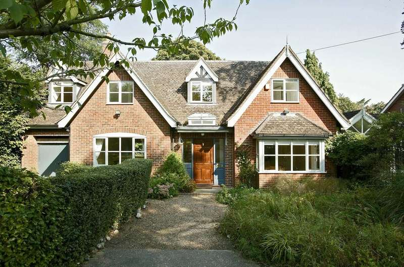 4 Bedrooms Detached House for sale in Colney Lane, Cringleford