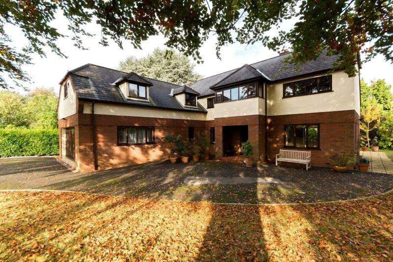 5 Bedrooms Detached House for sale in Stoke Park Road South, Bristol, BS9