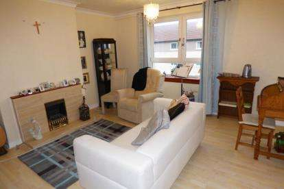 3 Bedrooms Flat for sale in Wamba Avenue, Knightswood