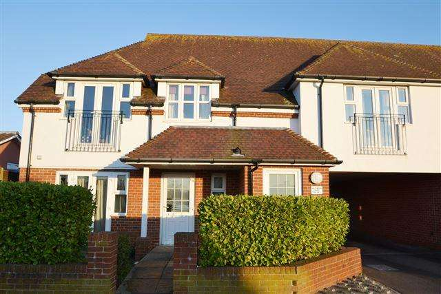 2 Bedrooms Flat for sale in Half Moon Lane, Worthing, West Sussex, BN13 2EJ