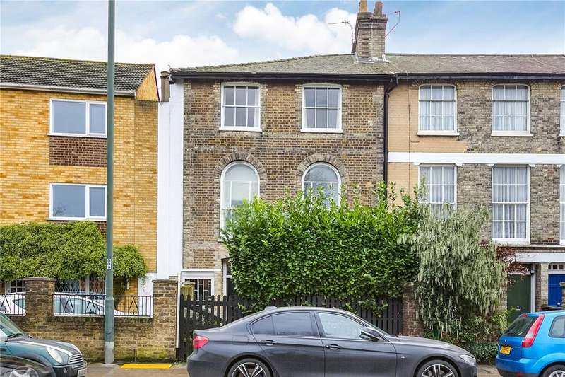 2 Bedrooms Flat for sale in Lower Richmond Road, London